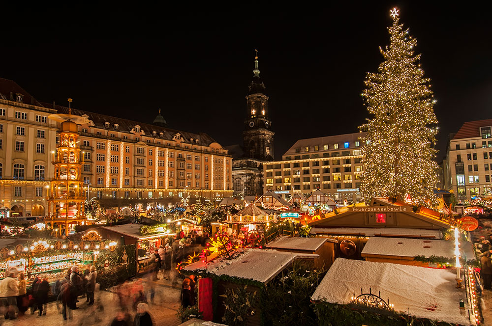Christmas-Market,-Dresden,-Germany